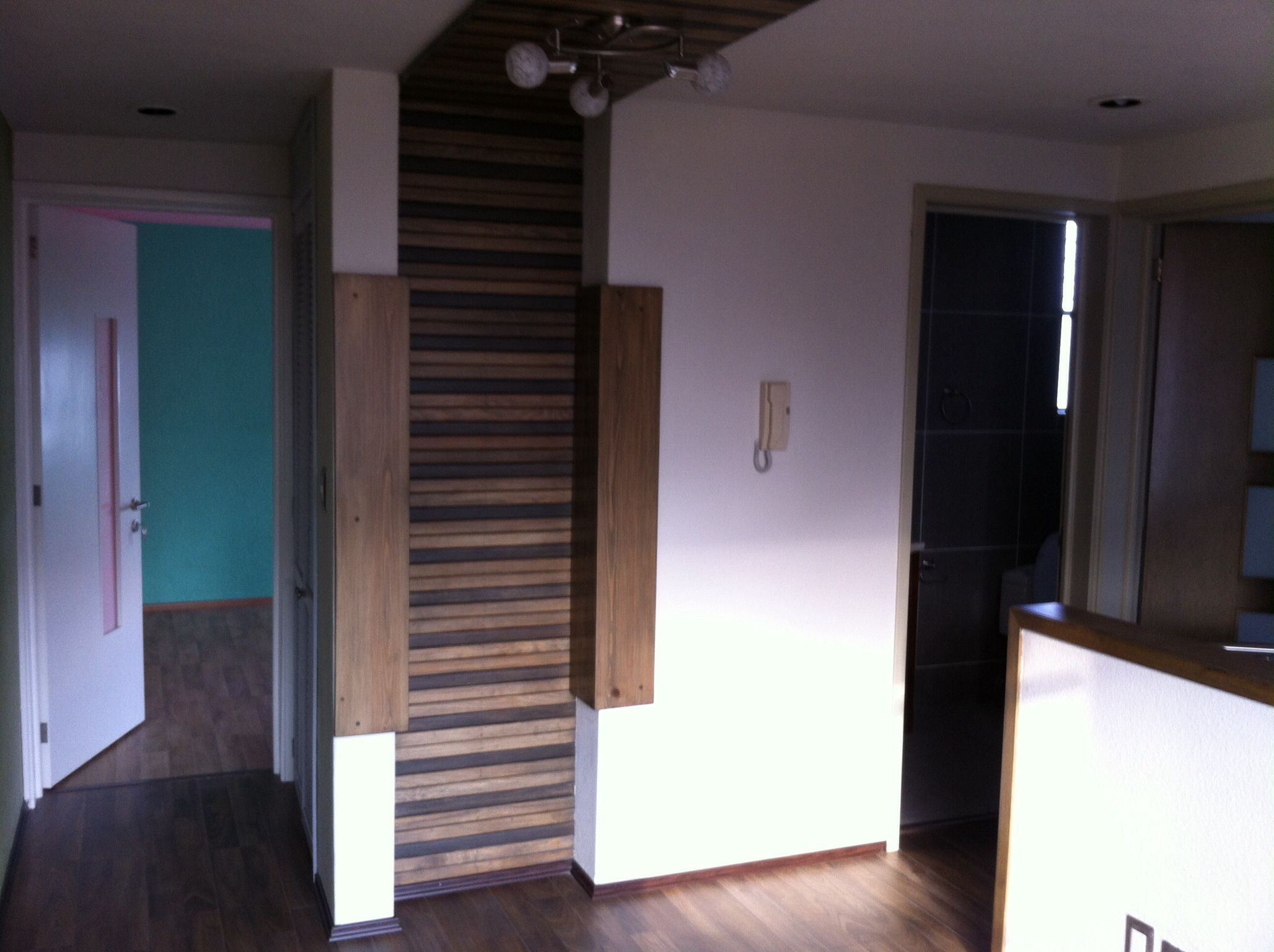 Duela de madera muro a techo elearq pinterest duela - Duelas de madera ...