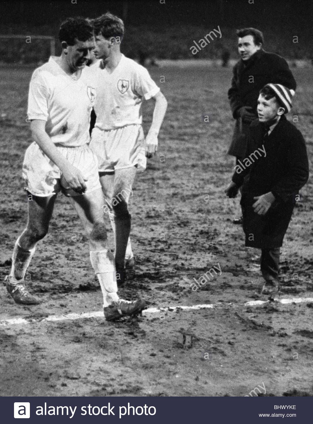 5th April 1962 Tottenham duo Danny Blanchflower and John White go