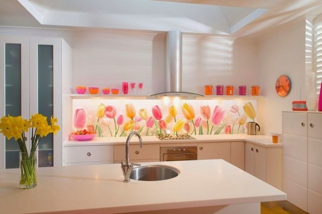 küche wandgestaltung glas spritzschutz fototapete tulpen weiße ...