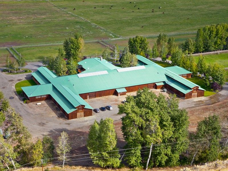 World-class equestrian estate Ellensburg, Washington - stable