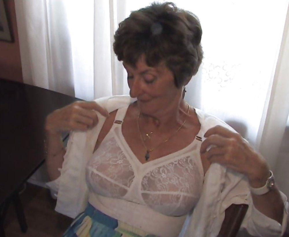 Geile Doppelpenetration für Oma
