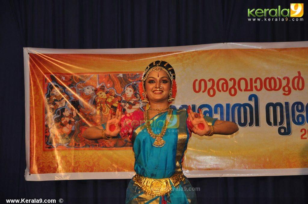 manju warrier dance performance guruvayoor photos00-035