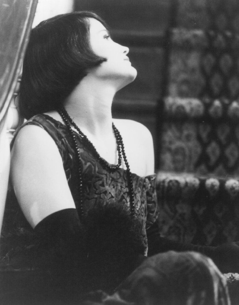 "#JenniferJasonLeigh as Dorothy Parker in ""Mrs. Parker and the vicious circle"" (1994)"