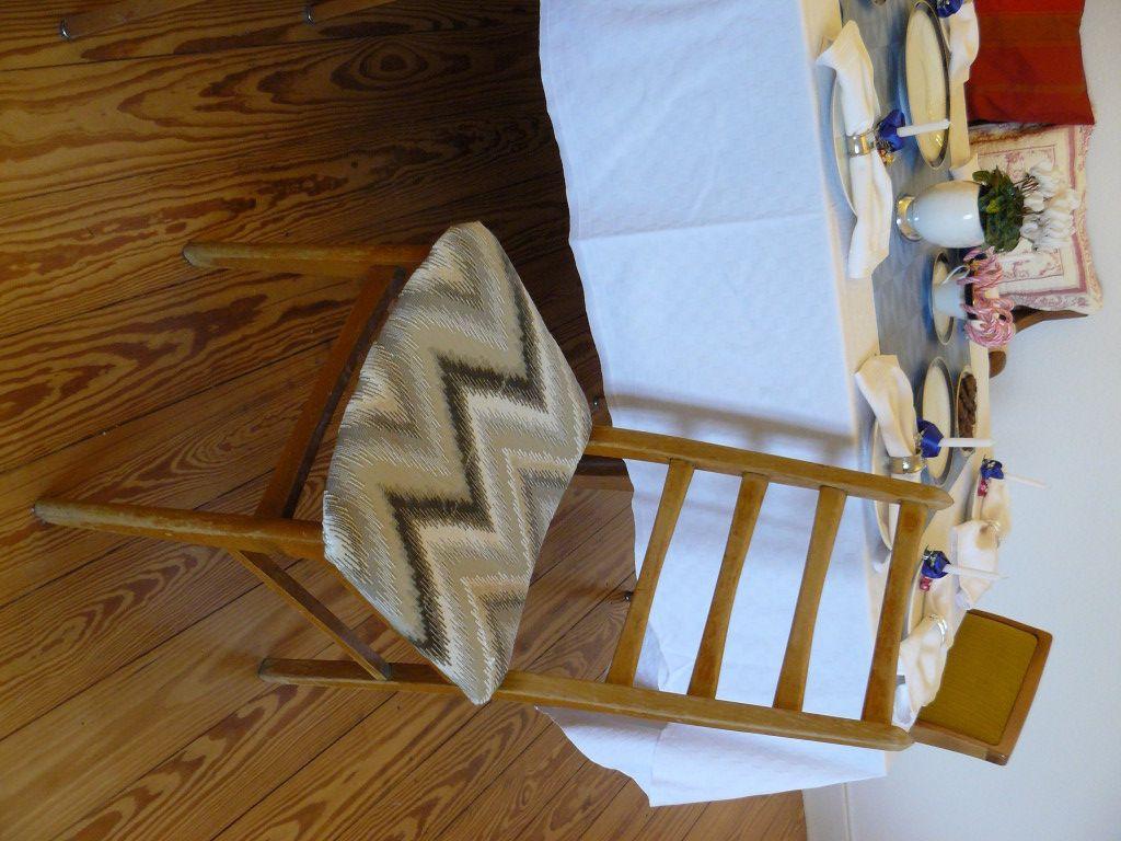 Stuhl neu gepolstert / Upholstering an old chair / Upcycling ...