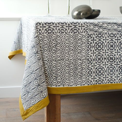 Nappe en coton imprimé ethnique gris et jaune Windy Hill : Decoclico ...