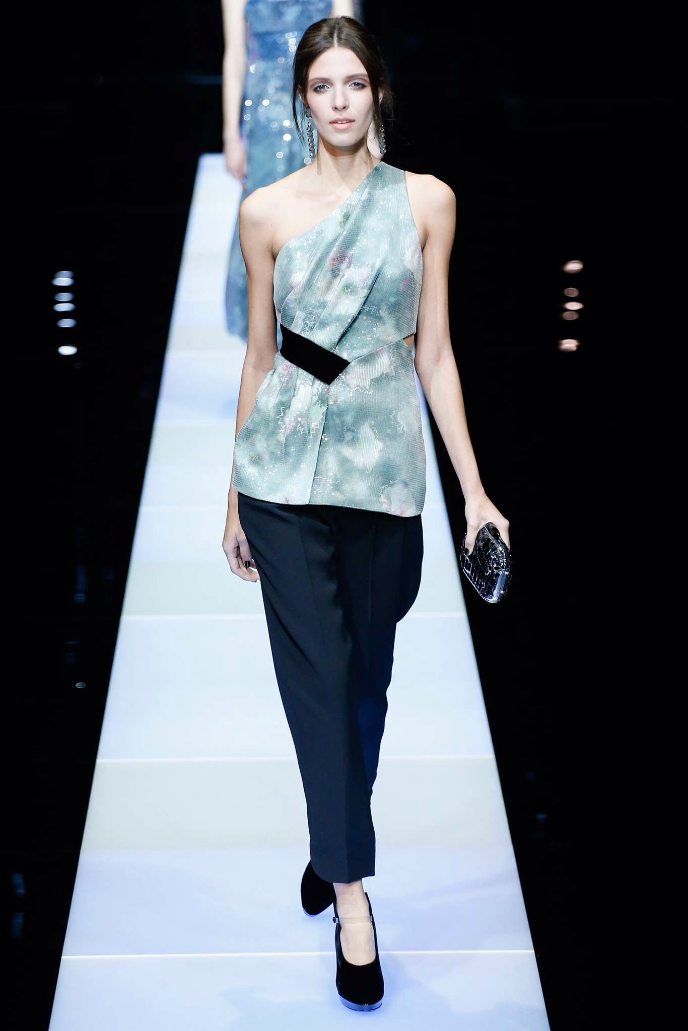 See the complete Giorgio Armani Fall 2015 Ready-to-Wear collection.