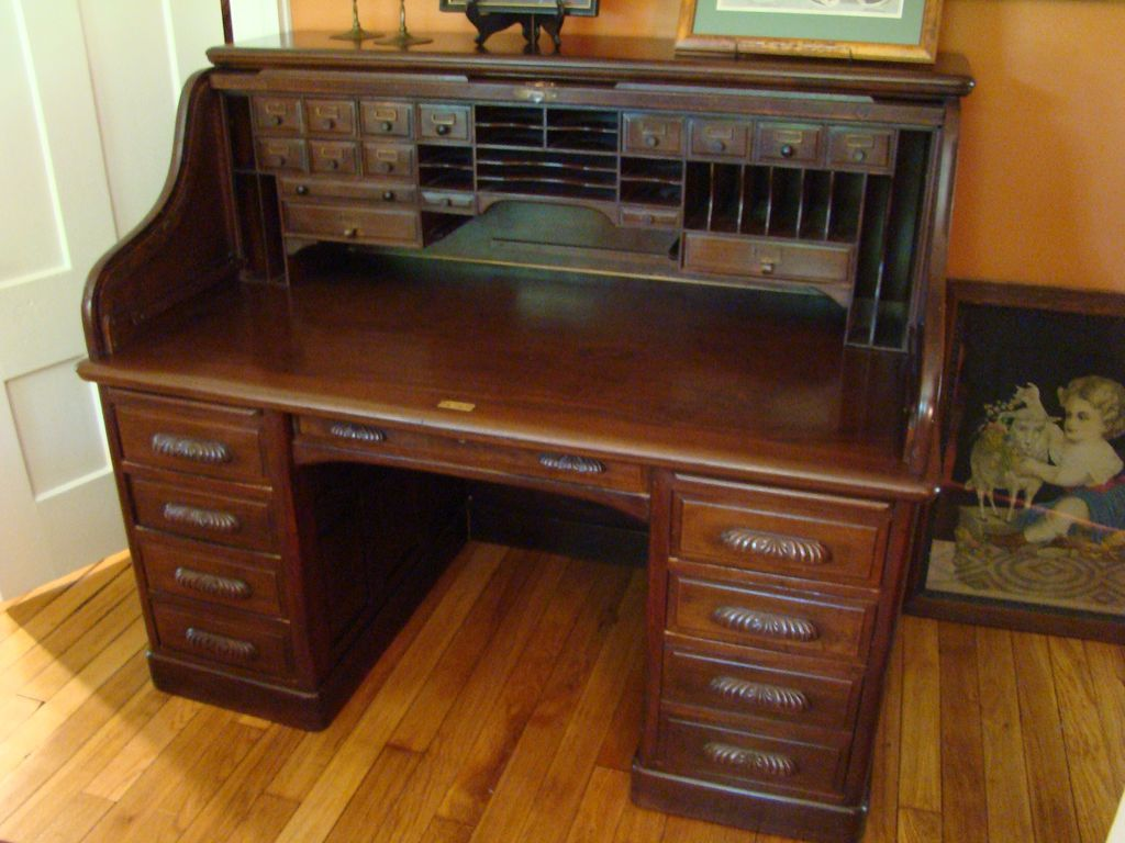 One of the classic high grade desks from the era of J. P Morgan, - One Of The Classic High Grade Desks From The Era Of J. P Morgan