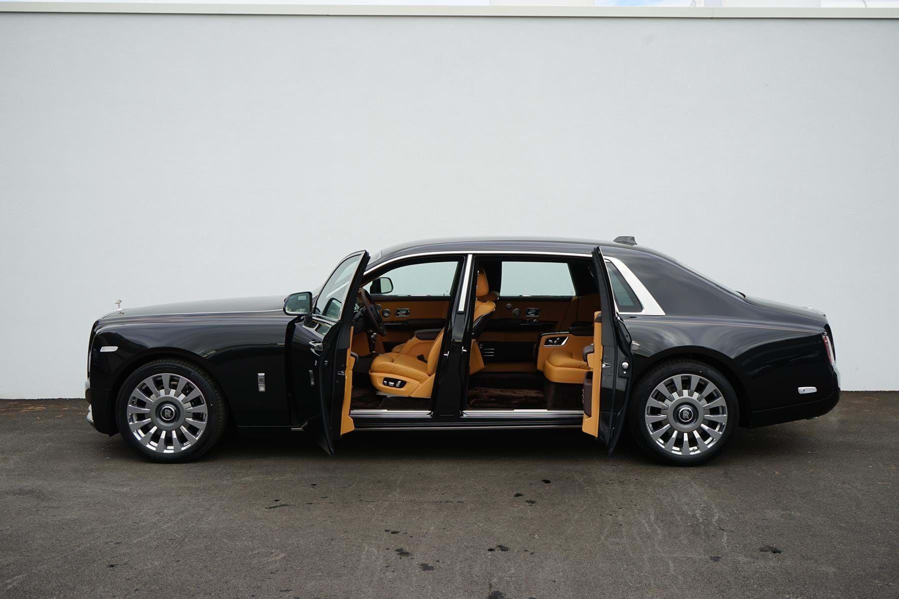 Rolls Royce Phantom Viii Extended Wheelbase Luxury Pulse Cars Swaziland For Sale On Luxurypulse Rolls Royce Phantom Rolls Royce Rolls Royce Cars