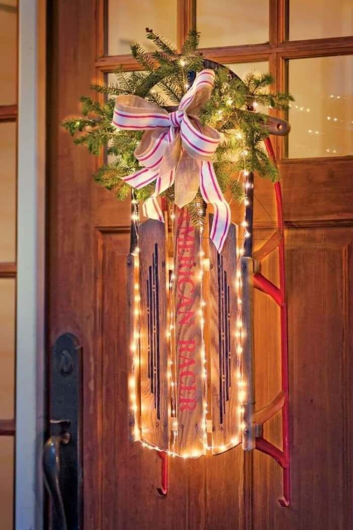 bricolage hiver de lu0027Avent - décorer la porte du0027entrée du0027un traîneau