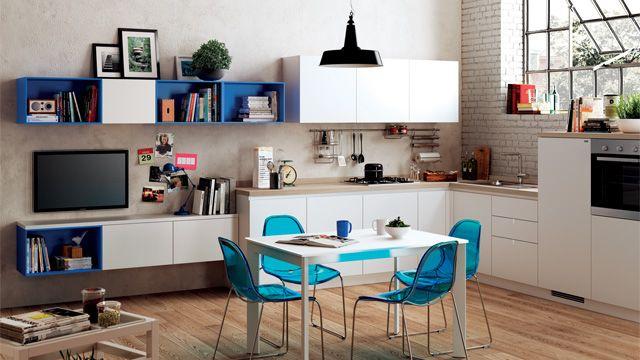 Un angolo dedicato alla cucina in ambiente unico, comprensivo di ...