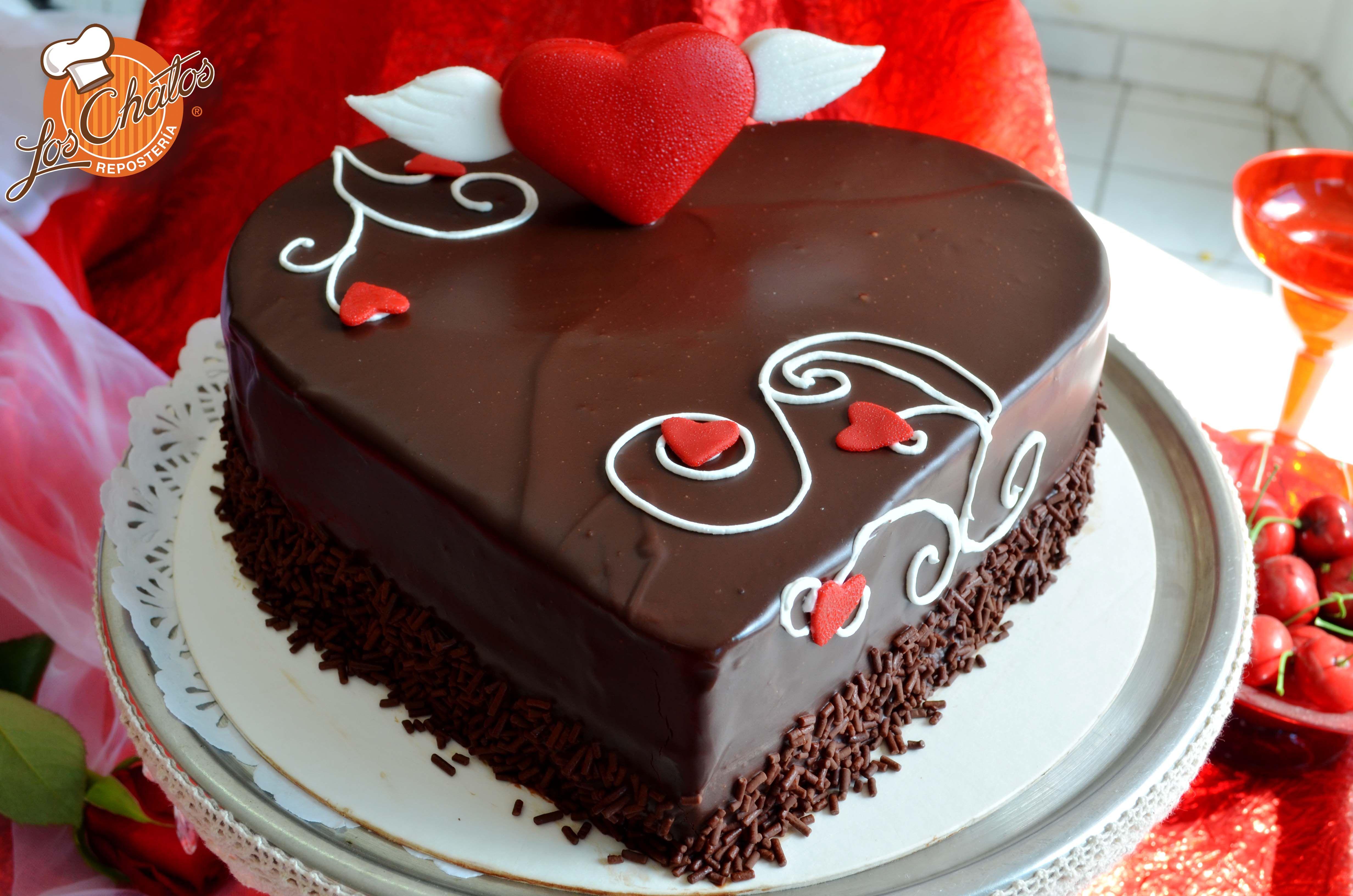 Pastel de chocolate decoraci n para d a del amor y amistad for Decoracion amor y amistad