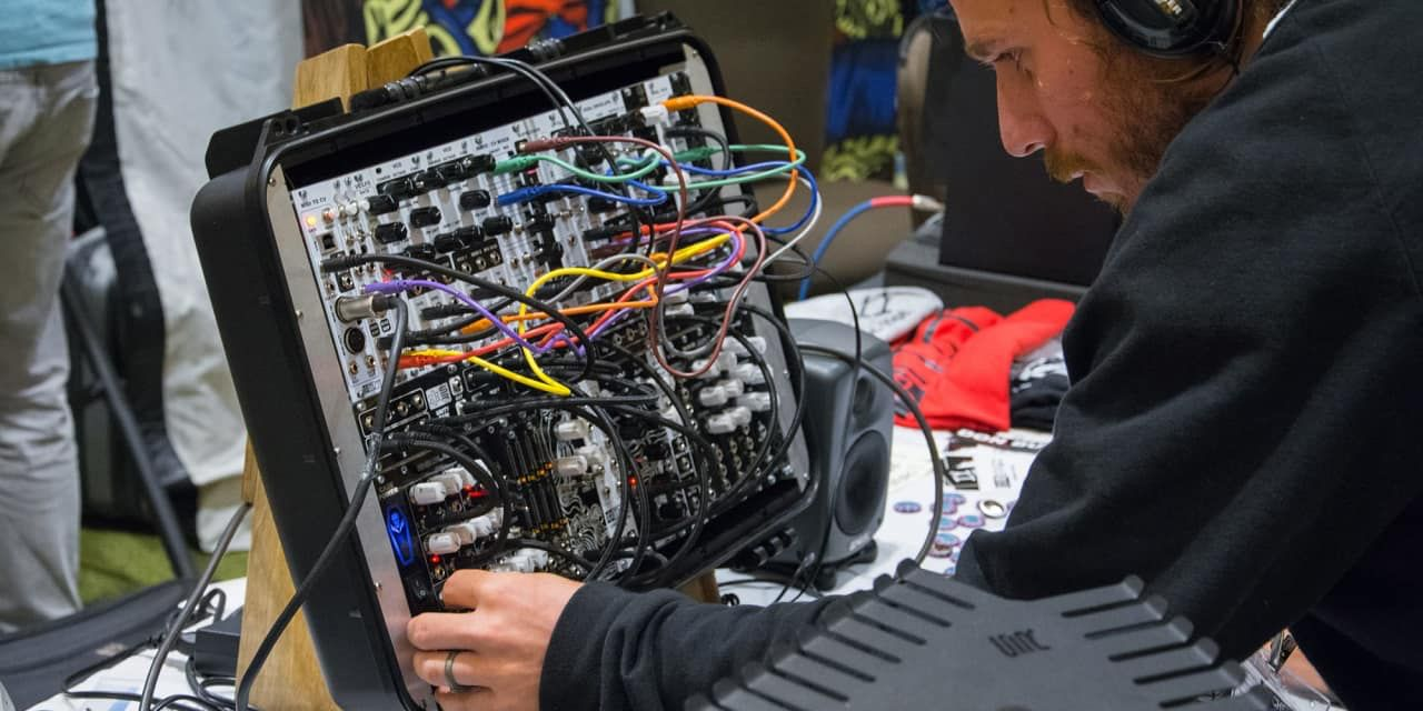 Reverb sent a small crew to get the scoop on the fifth annual Knobcon, a gathering featuring some of the biggest synthesizer enthusiasts and manufacturers.