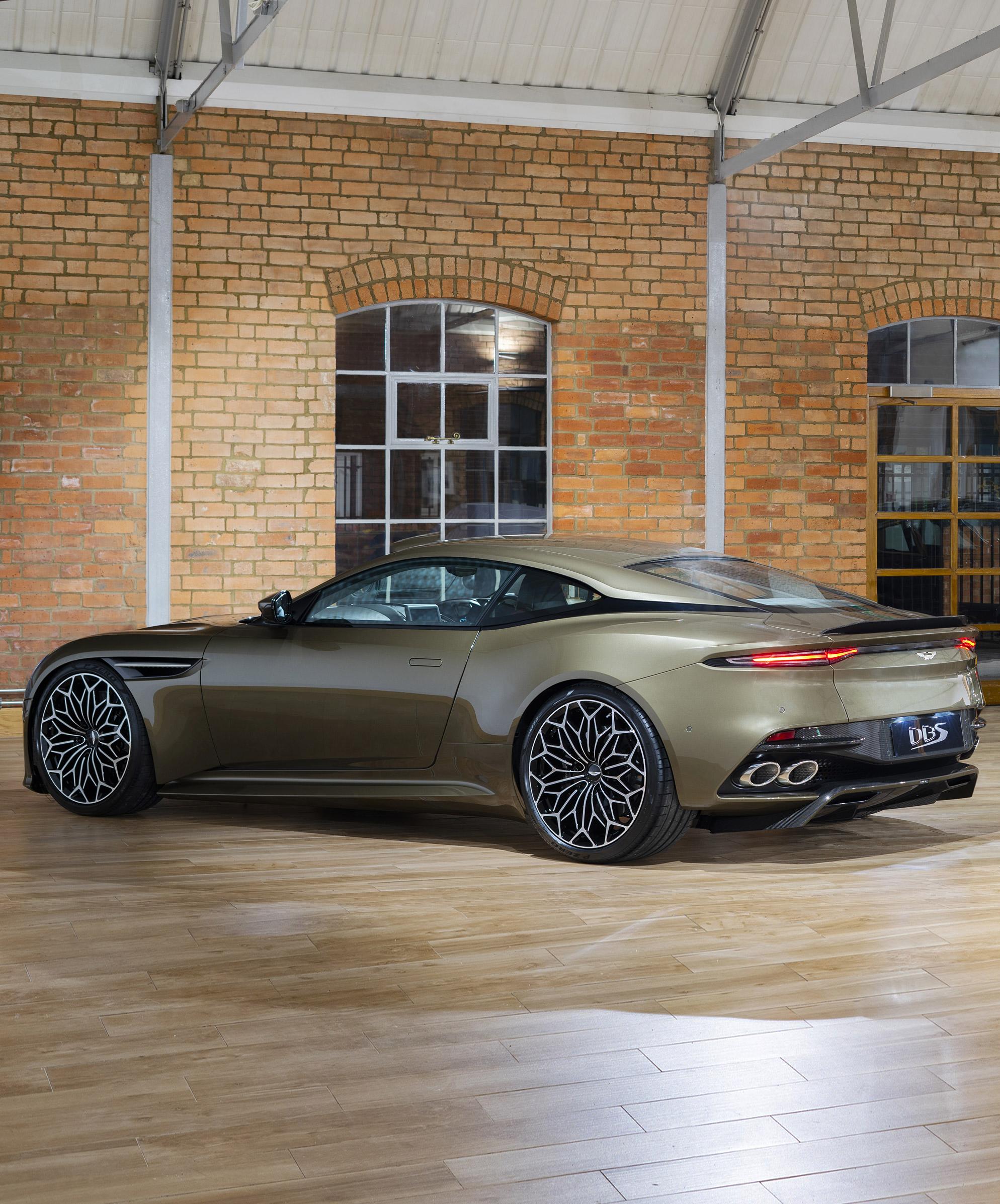 2019 Aston Martin Dbs Superleggera Ohmss Edition Looks Stunning The Man Aston Martin Dbs Aston Martin Cars Super Luxury Cars