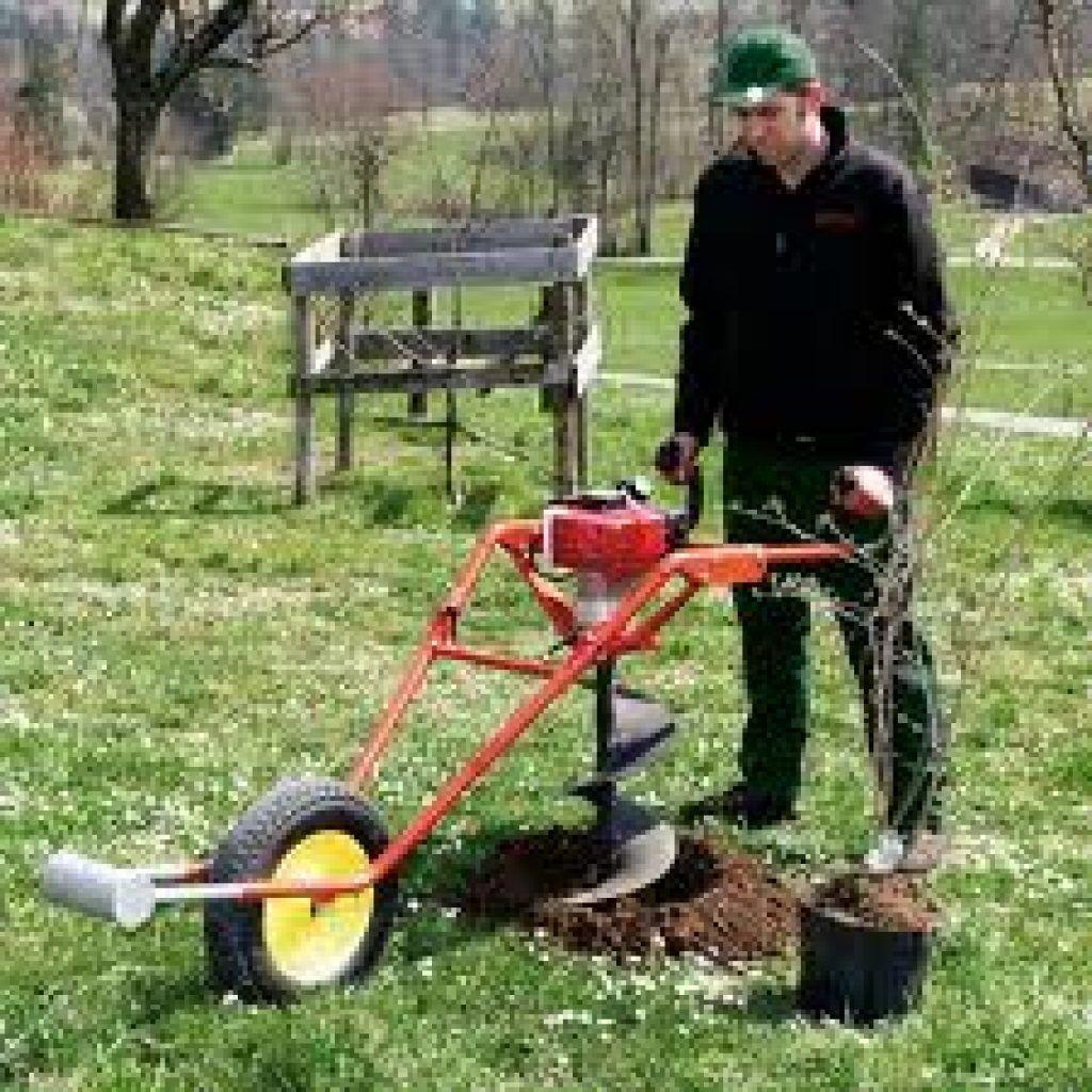 Pour tous les travaux de forage la tari re thermique est l for Tariere manuelle forage puit