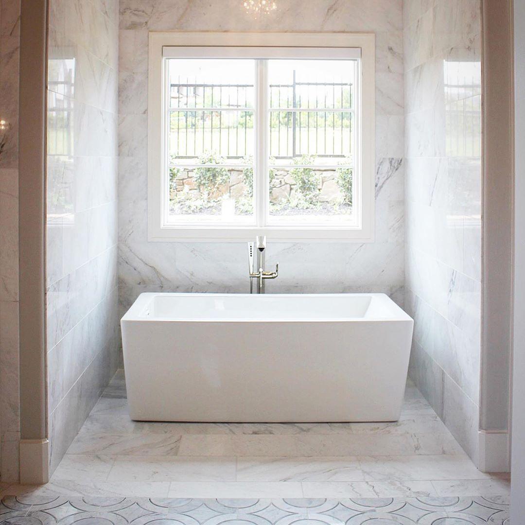 Clean Marble Luxury Bathroom In 2020 Mosaic Tile Bathroom Floor Marble Mosaic Bathroom White Marble Mosaic