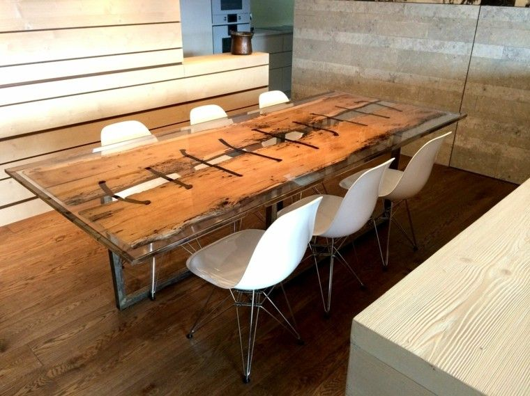 Mesa de madera y cristal para el comedor moderno for Comedores de madera y vidrio