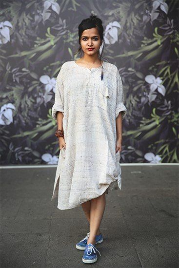 bd0e01b44f832 Casual Kurti with Sneakers Dress With Converse, Street Style Summer, Street  Style Looks,