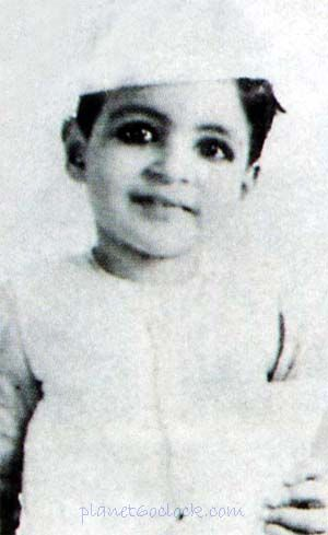 Amitabh Bachan Childhood Photos | Bollywood pictures, Childhood photos,  Vintage bollywood
