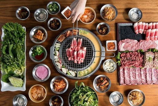 Korean Cue Is Having A Moment Korean Food Bbq Dinner Korean Bbq