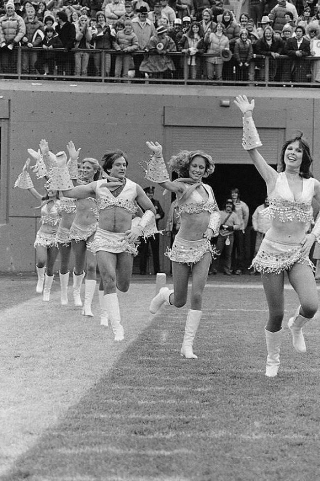 imgur Robin Williams vestido como una porrista, 1980.