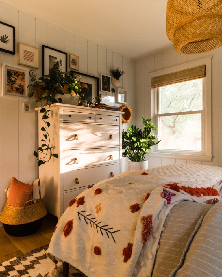 21 Cosy Winter Bedroom Ideas: Golden Hour Guest Bedroom Reveal At The Midwest Malibu