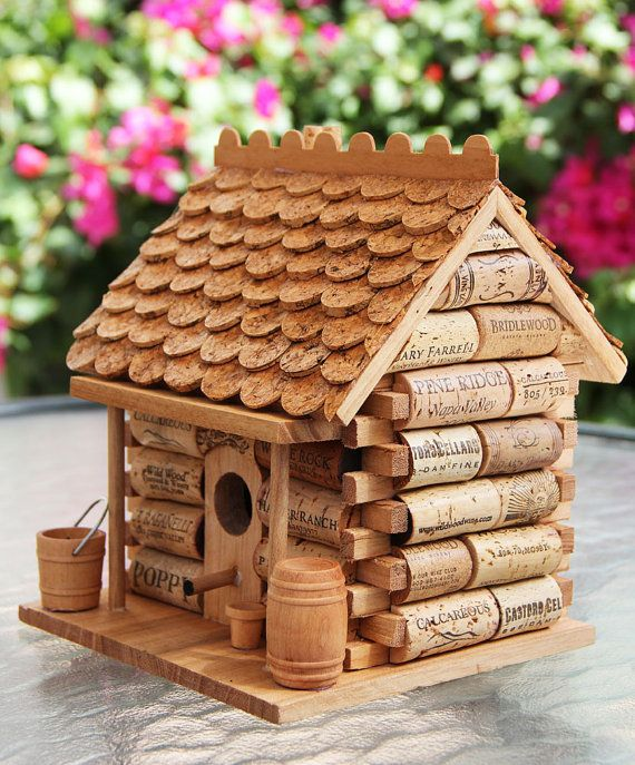 log cabin birdhouse wood and wine corks vogelhaus holz. Black Bedroom Furniture Sets. Home Design Ideas