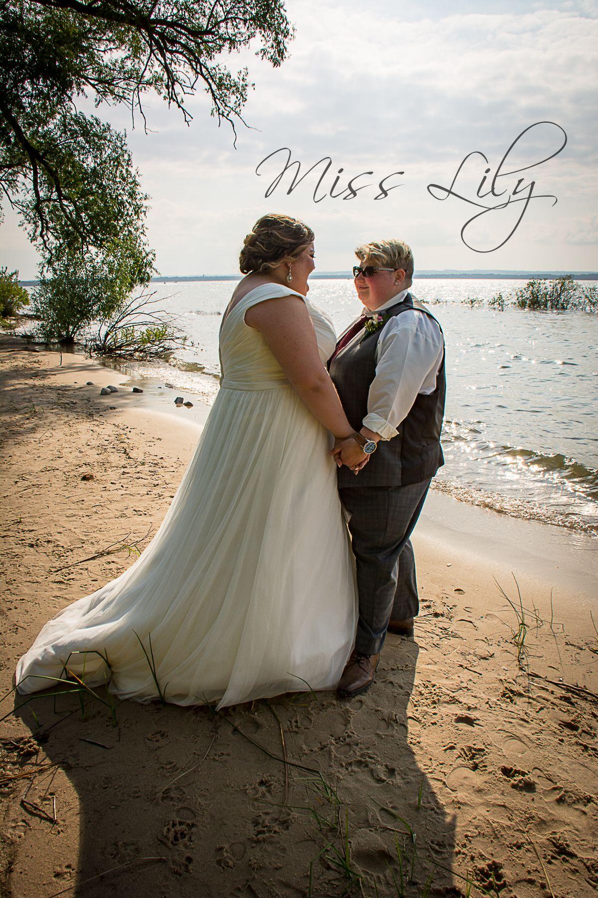 Q Friendly Photographer Loves Love Traverse City Michigan Beach Wedding Photography