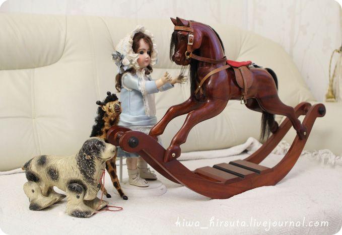 doll&rocking_horse2