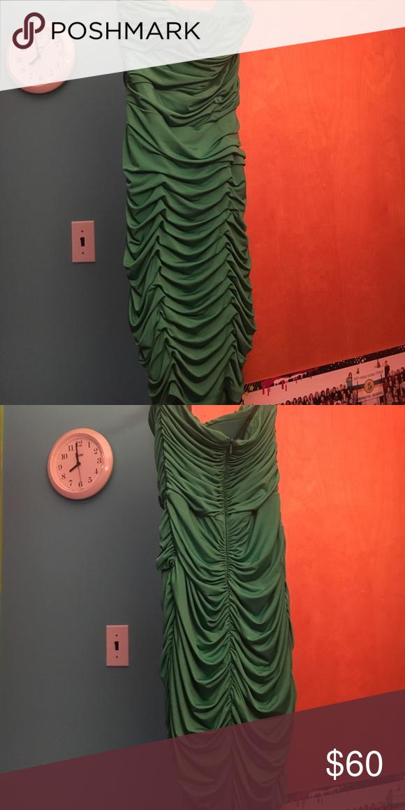 Jessica McClintock Dress *Green *Formfitting *Only worn twice *True to size, the dress no longer fits me *No tears or wholes Jessica McClintock Dresses Strapless