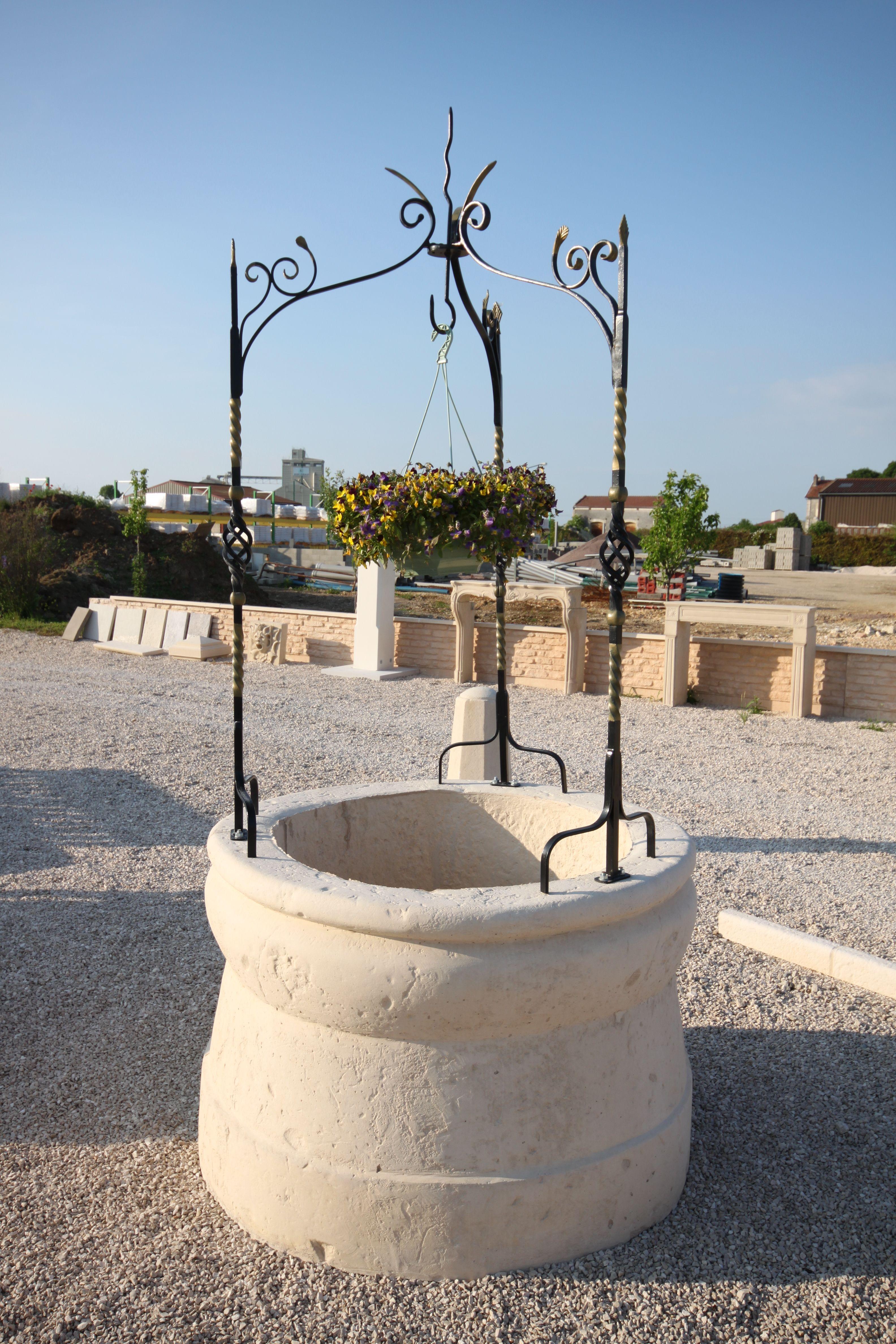 Puits De Jardin En Pierre Reconstituee Modele 1 Monobloc
