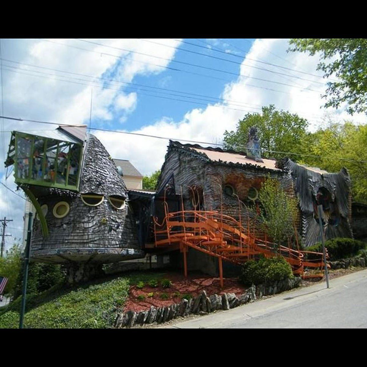 35 Home Decor Horrors You Can T Look Away From Mushroom House Unusual Homes Crazy Home