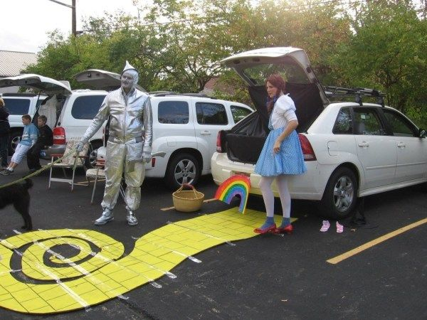 Wizard of Oz Trunk or Treat design..21 Clever Trunk or Treat Ideas.21 Clever Trunk or Treat Ideas. Trunk or Treat design ideas. Trunk or Treat #Trunkortreat #trunkortreatideasforcarsforchurch