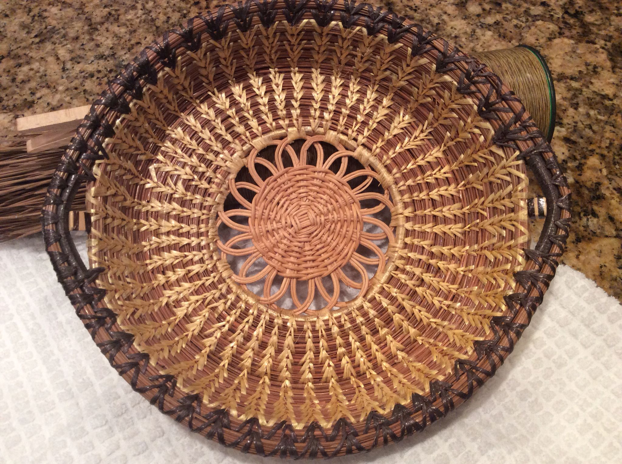 Pine Needle Pie Plate Holder made By Lilli Lee & Pine Needle Pie Plate Holder made By Lilli Lee | Pine needle baskets ...