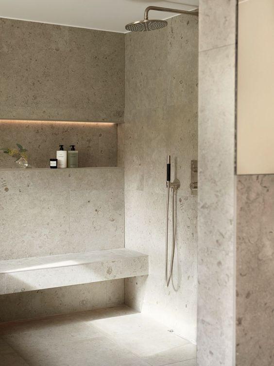 I trucchi per arredare una sala da bagno chic con colori neutro.