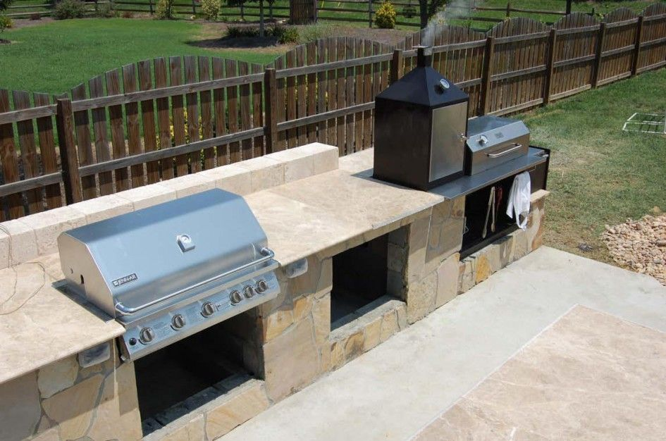 Charmant Sensational Bbq Smokers Outdoor Kitchen With Outdoor Kitchen Travertine  Countertop And Rustic Garden Fence Ideas Also Concrete Pavers Flooring