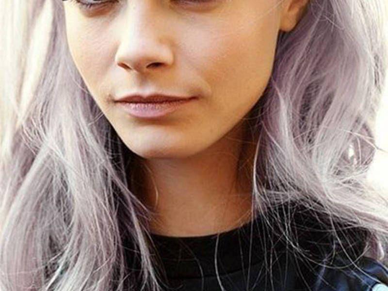 Quel maquillage quand on a les cheveux colorés en gris ? 10 photos pour vous aider à choisir ! – Trend Zone