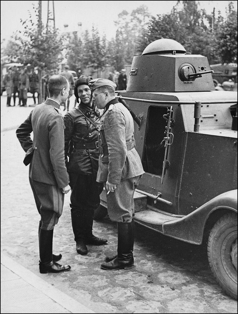 Батальонный комиссар 29-й танковой бригады Красной Армии Владимир Юлианович…