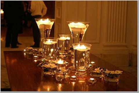 Wedding Decorations Glass Bowls Clear Glass Vases With Water And Floating Candles Reflect Warm