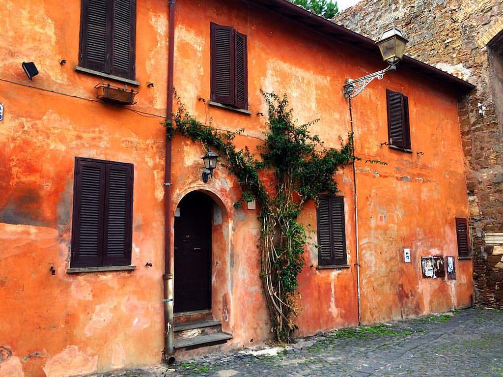 https://flic.kr/p/Av99Zo | Love these buildings in Italy! #upsticksandgo #michfrost #ostiaantica #italy #italia #instatravel #instagood #house #travel #roma #rome #exploring