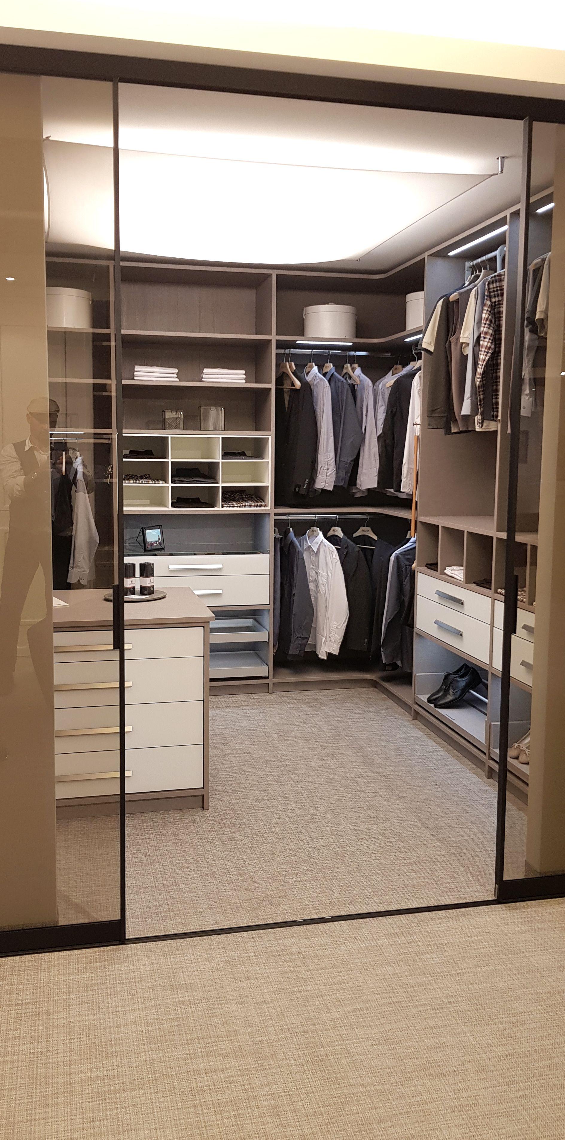 Die Perfekte Ankleide Fur Manner Krawattenauszuge Hosenhalter Hemdenunterteilungen Und Meh Begehbarer Kleiderschrank Kleiderschrank Kleiderschrank Nach Mass