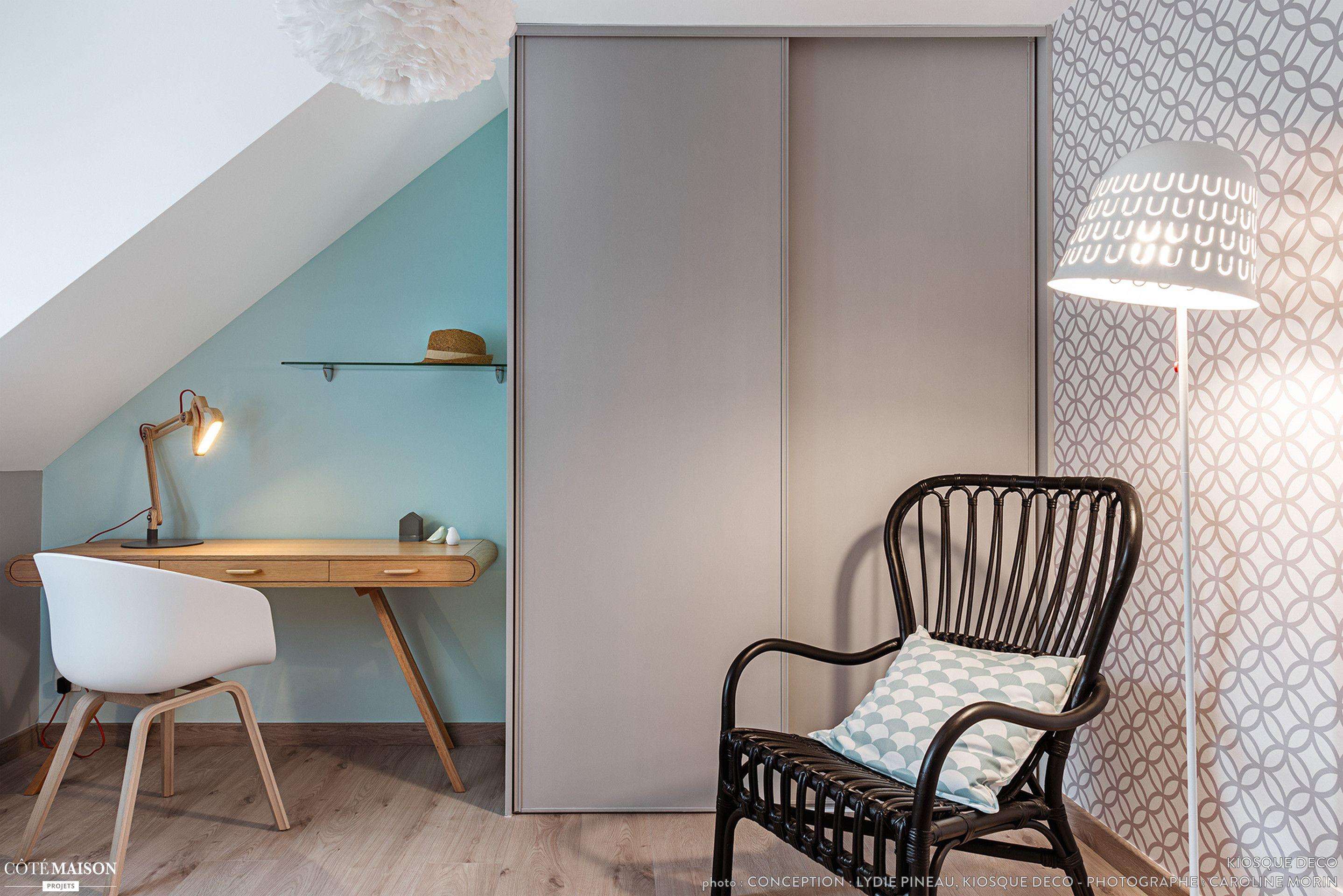 Chambre Au Look Scandinave Peinture Pastel Et Papier Peint Imprime Decoration Maison Decoration Interieure Idees Chambre