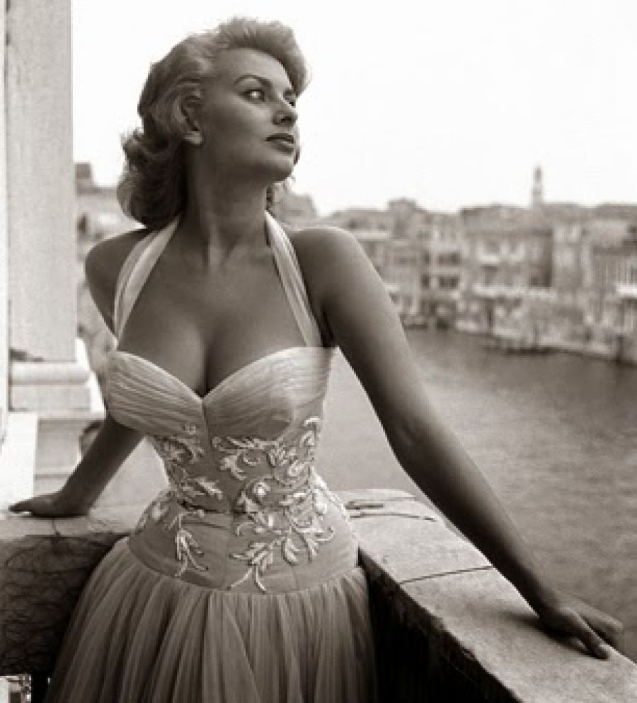 Stunning Beauty / Bellezza Favolosa - #SofiaLoren