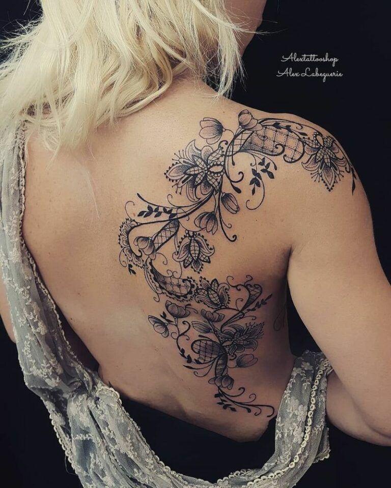 Festeggia la femminilità con 50 dei tatuaggi di pizzo più belli che tu abbia mai visto