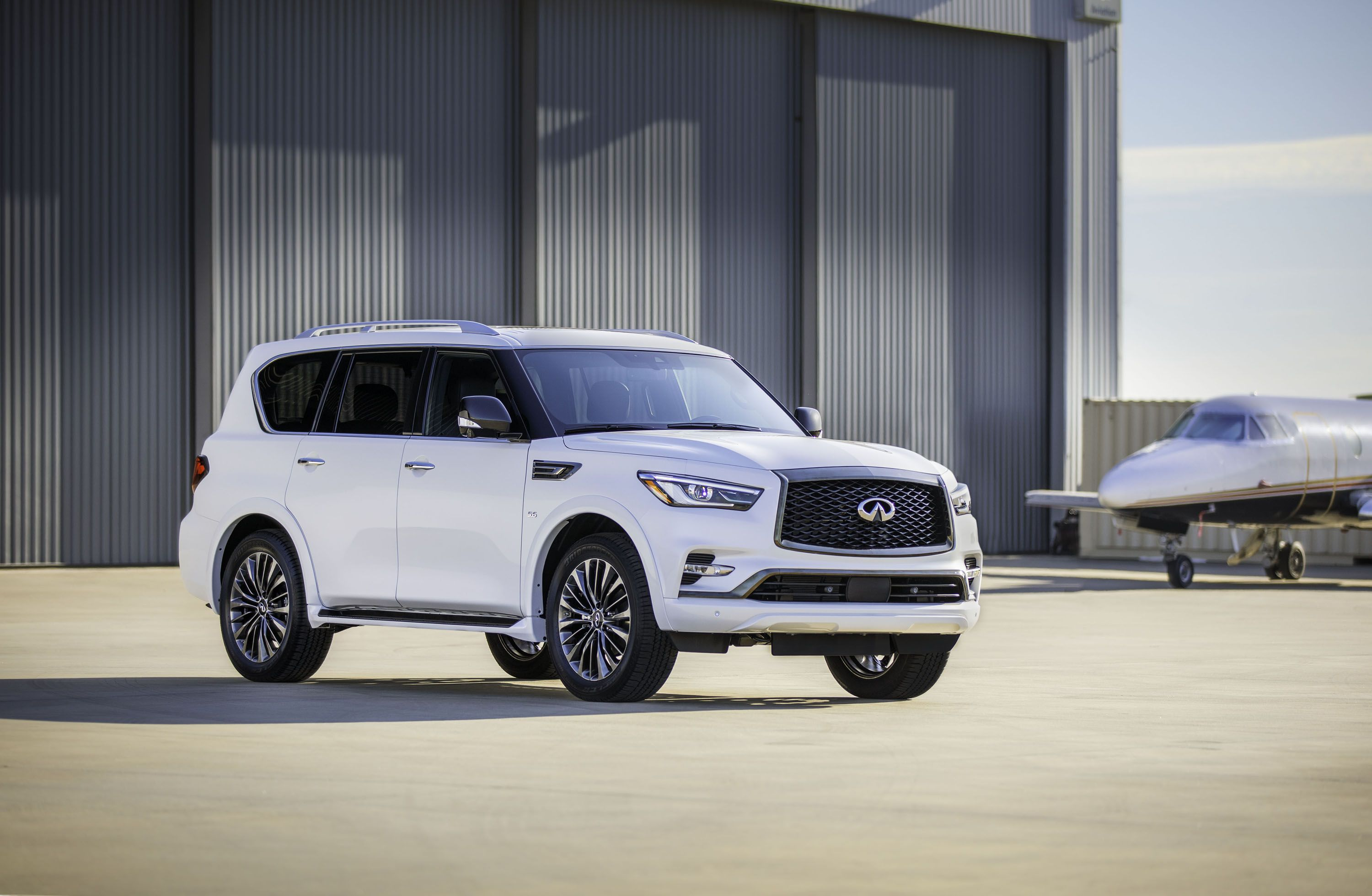 2020 Infiniti Qx80 Updates Its Cabin Aesthetics Tech Safety Systems In 2020 Infiniti Suv Large Suv