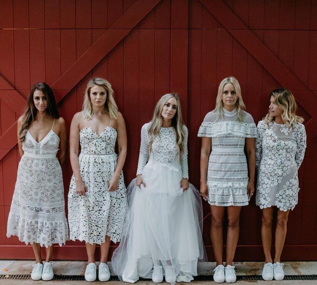 Pin Oleh Chloe Munro Di Treppen Stairs Escaleras Gruppenboard Pakaian Pernikahan Pakaian Pesta Gaun [ 909 x 1012 Pixel ]