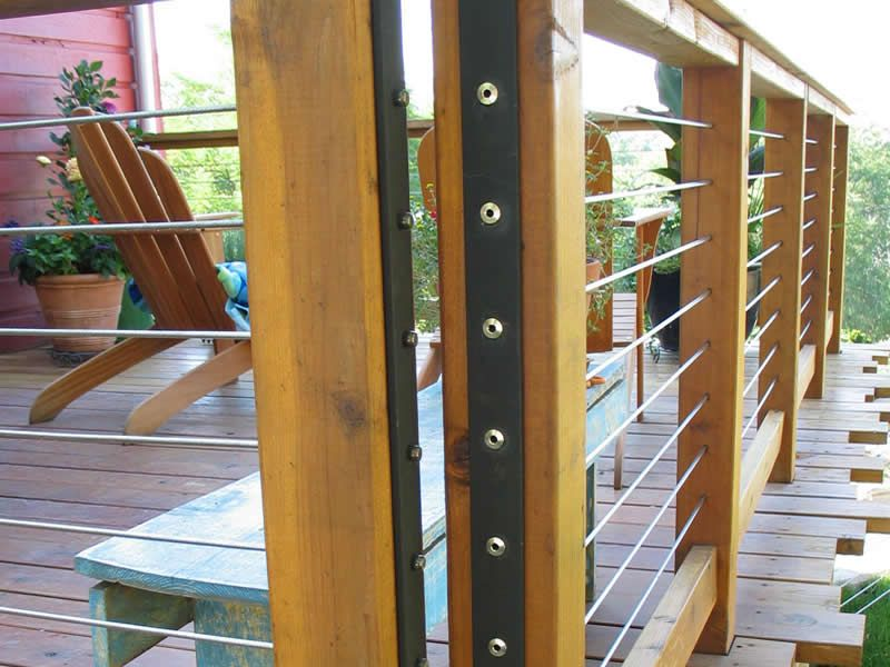 Cable railing w wood posts corner detail open at