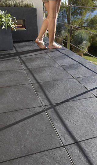 Sol terrasse  20 beaux carrelages pour une terrasse design - photo terrasse carrelage gris
