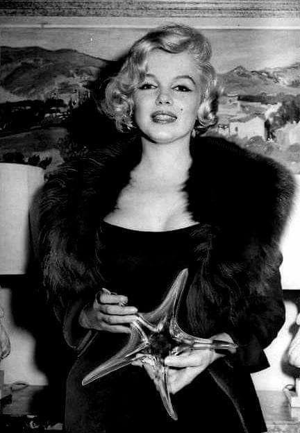 Marilyn Monroe with her Crystal Star award, 1959.