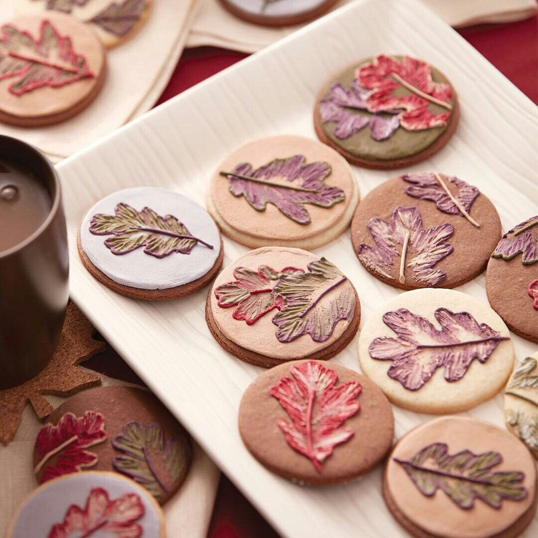 Pin by ASHLEY YUNKER on COOKIES | Wilton cake decorating