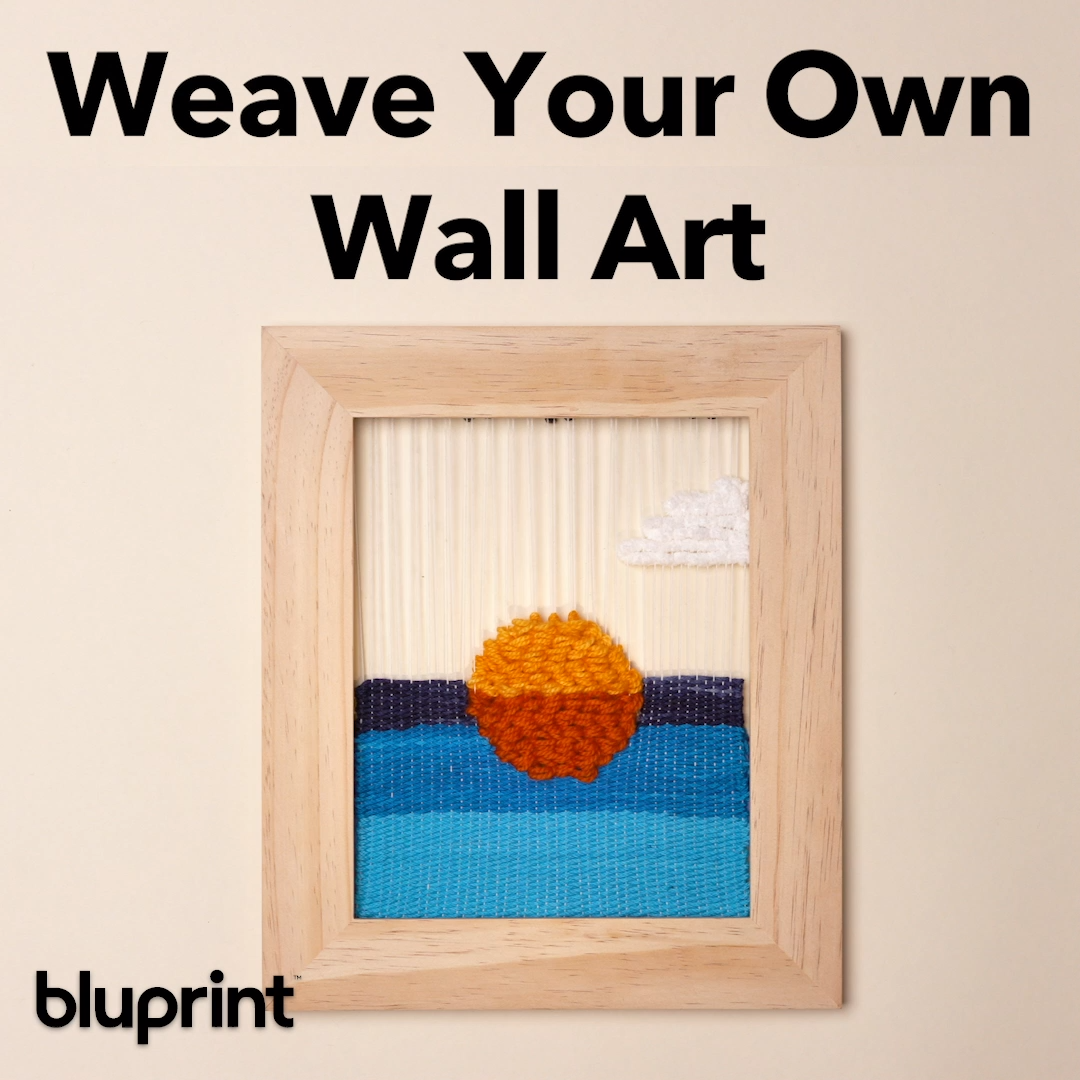Create a Simple Woven Sunset for Your Wall: To make this easy DIY woven sunset, you don't need any fancy tools! All you need is a wooden picture frame and a fork from your kitchen! Plus you only need to know two stitches, and we'll teach you both of them in our written and video step by step! #weaving #weavingproject #DIYproject #wovensunset #mybluprint #projectinspo #projectinspiration